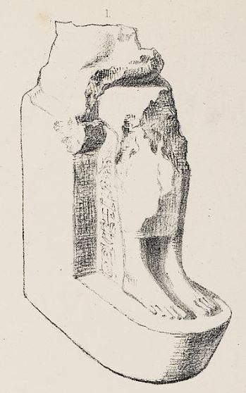 Détail de la pl. VIII de Greene : la partie inférieure de notre statue